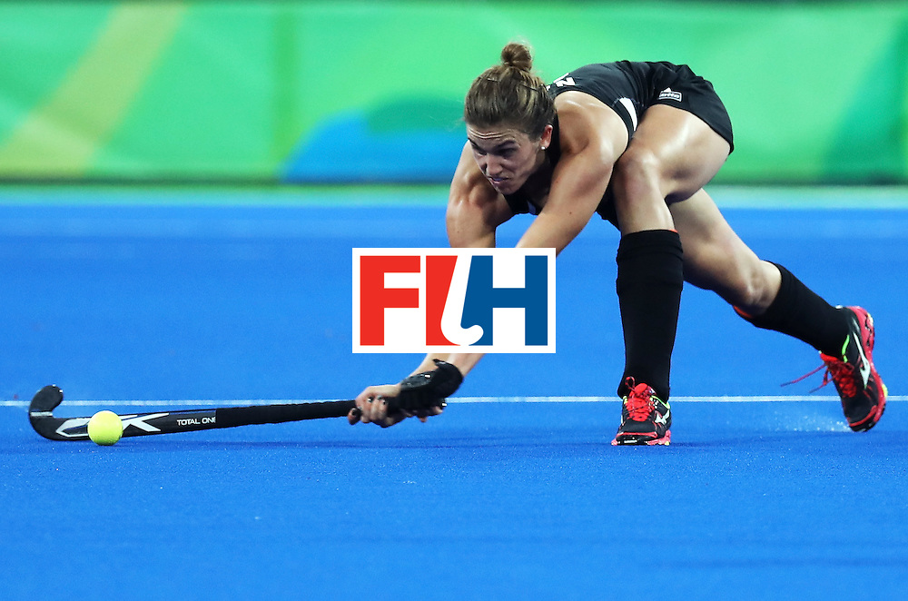 RIO DE JANEIRO, BRAZIL - AUGUST 17:  Liz Sally Rutherford #8 of New Zealand passes the ball during the Women's Semifinal match between New Zealand andGreat Britain on Day 12 of the Rio 2016 Olympic Games at the Olympic Hockey Centre on August 17, 2016 in Rio de Janeiro, Brazil.  (Photo by Rob Carr/Getty Images)