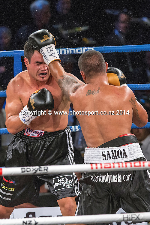 Vaitele SoI (R) fights Lance `Buster` Bryant  in the Mahindra Super 8 Fight Night, North Shore Events Centre, Auckland, New Zealand, Saturday, November 22, 2014. Photo: David Rowland/Photosport