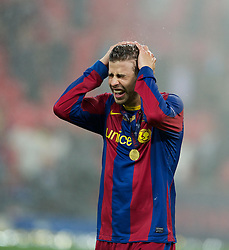 28.05.2011, Wembley Stadium, London, ENG, UEFA CHAMPIONSLEAGUE FINALE 2011, FC Barcelona (ESP) vs Manchester United (ENG), im Bild FC Barcelona's Gerard Pique celebrates as Wembley unceremoniously turn on the water sprinklers as the team celebrate thrashing Manchester United 3-1 during the UEFA Champions League Final at Wembley Stadium, EXPA Pictures © 2011, PhotoCredit: EXPA/ Propaganda/ Chris Brunskill *** ATTENTION *** UK OUT!