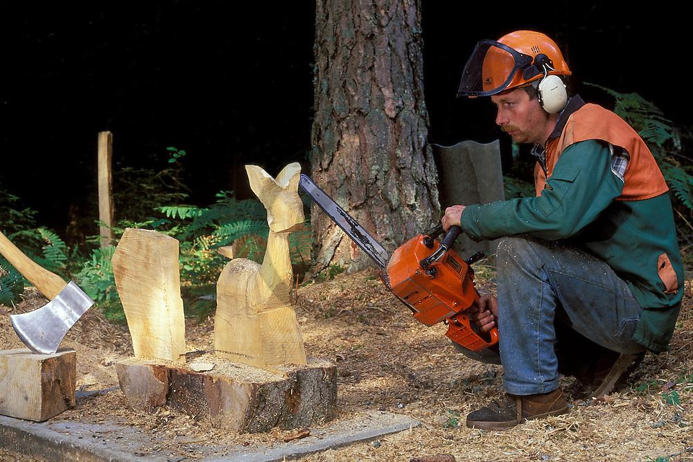 01/09/98 - CONDAT - PUY DE DOME - FRANCE - Bernard MERLE, sculpteur a la tronconneuse - Photo Jerome CHABANNE