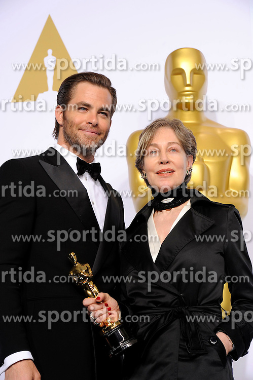 Milena Canonero (R) poses after winning the Best Costume Design award for &quot;The Grand Budapest Hotel&quot; during the 87th Academy Awards at the Dolby Theater in Los Angeles, the United States, on Feb. 22, 2015. EXPA Pictures &copy; 2015, PhotoCredit: EXPA/ Photoshot/ Yang Lei<br /> <br /> *****ATTENTION - for AUT, SLO, CRO, SRB, BIH, MAZ only*****