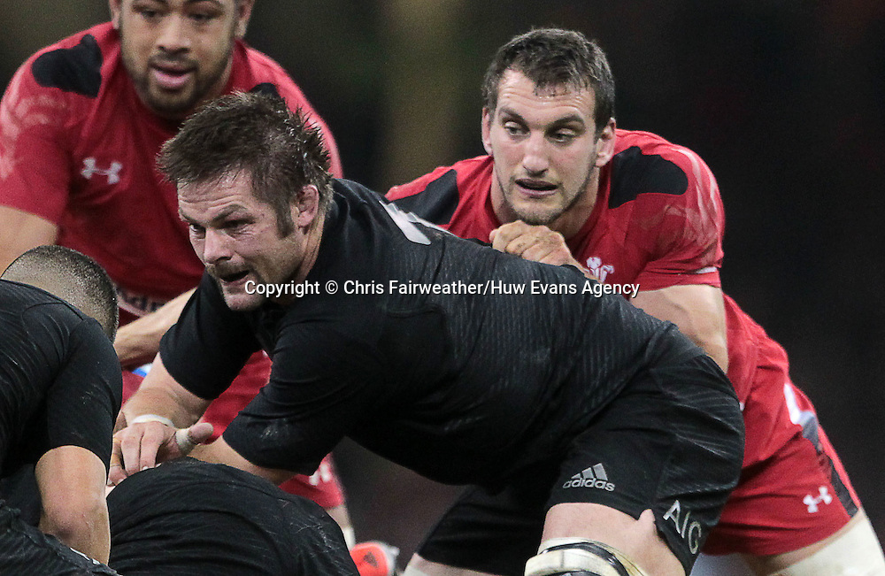 22.11.14 - Wales v New Zealand - Dove Men Series 2014 - Richie McCaw of New Zealand and Sam Warburton of Wales <br /> <br /> &copy; Huw Evans Picture Agency