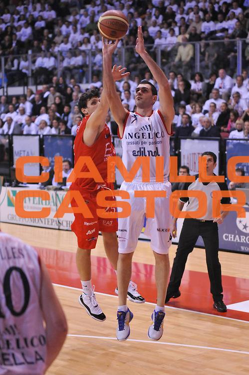 DESCRIZIONE : Biella Lega A 2011-12 Angelico Biella EA7 Emporio Armani Milano<br /> GIOCATORE : Matteo Soragna<br /> SQUADRA : Angelico Biella<br /> EVENTO : Campionato Lega A 2011-2012<br /> GARA : Angelico Biella EA7 Emporio Armani Milano<br /> DATA : 15/01/2012<br /> CATEGORIA : Tiro<br /> SPORT : Pallacanestro<br /> AUTORE : Agenzia Ciamillo-Castoria/S.Ceretti<br /> Galleria : Lega Basket A 2011-2012<br /> Fotonotizia : Biella Lega A 2011-12 Angelico Biella EA7 Emporio Armani Milano<br /> Predefinita :