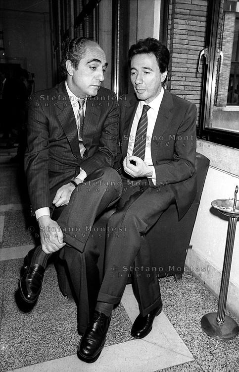 Roma  anni '80.Palazzo  Sturzo .Angelo Sanza con Carlo Fracanzani durante una pausa della direzione nazionale della Democrazia  Cristiana.