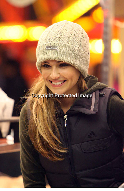 cheryl tweedy at a fair in london 15.12.06.pix