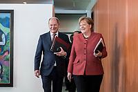 03 APR 2019, BERLIN/GERMANY:<br /> Olaf Scholz (L), SPD, Bundesfinanzminister, und Angela Merkel (R), CDU, Bundeskanzlerin, auf dem Weg zu ihren Plaetzen, Kabinettsitzung, Bundeskanzleramt<br /> IMAGE: 20190403-01-004<br /> KEYWORDS: Kabinett, Sitzung