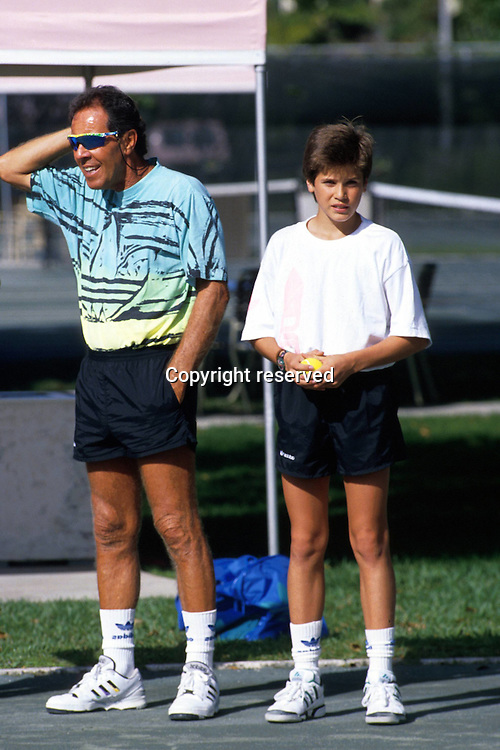 00.00.1991  Trainer Nick Bollettieri (USA) with student Thomas Haas (ger) at the Florida Bollettieri Tennis Academy