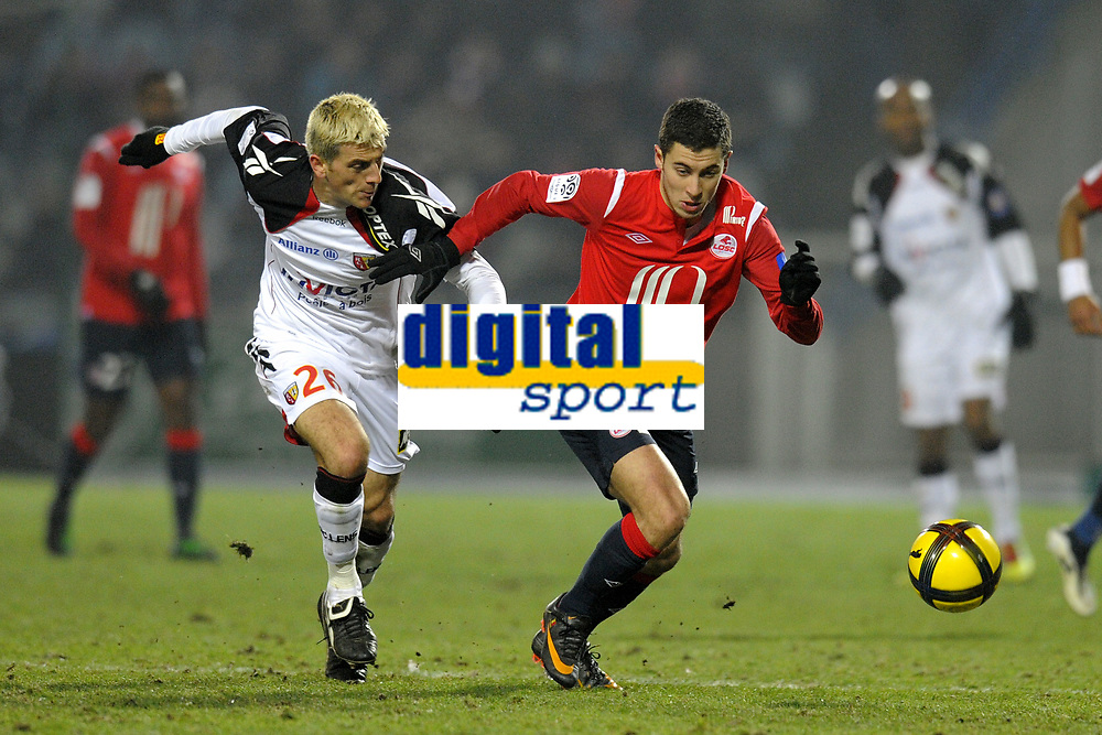 FOOTBALL - FRENCH CHAMPIONSHIP 2010/2011 - L1 - LILLE OSC v RC LENS - 29/01/2011 - PHOTO JEAN MARIE HERVIO / DPPI - EDEN HAZARD (LOSC) / YOHAN DEMONT (RCL)