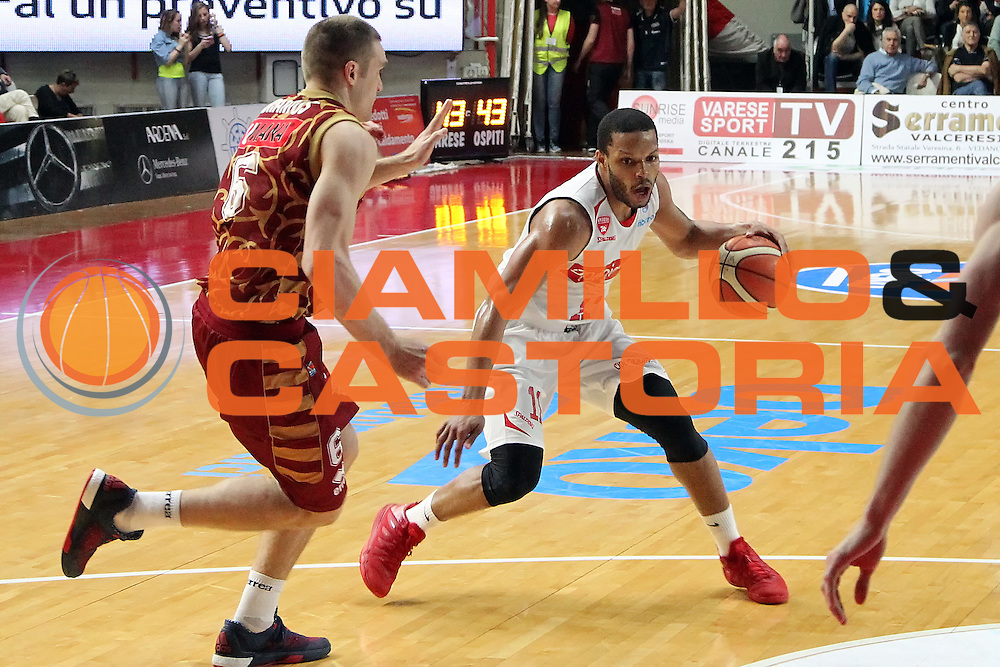 DESCRIZIONE: Varese Lega A 2015-16 <br /> Openjobmetis Varese vs Umana Reyer Venezia <br /> GIOCATORE: Chris Wright<br /> CATEGORIA: palleggio<br /> SQUADRA: Openjobmetis Varese<br /> EVENTO: Campionato Lega A 2015-2016<br /> GARA: Openjobmetis Varese Umana Reyer Venezia<br /> DATA: 10.04.2016<br /> SPORT: Pallacanestro<br /> AUTORE: Agenzia Ciamillo-Castoria/A. Ossola<br /> Galleria: Lega Basket A 2015-2016<br /> Fotonotizia: Varese Lega A 2015-16 <br /> Openjobmetis Varese Umana Reyer Venezia