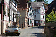 Straße mit Fachwerkhäusern, Fürth im Odenwald, Odenwald, Hessen, Deutschland | Street with half-timbered houses, Fürth im Odenwald, Odenwald, Hesse, Germany