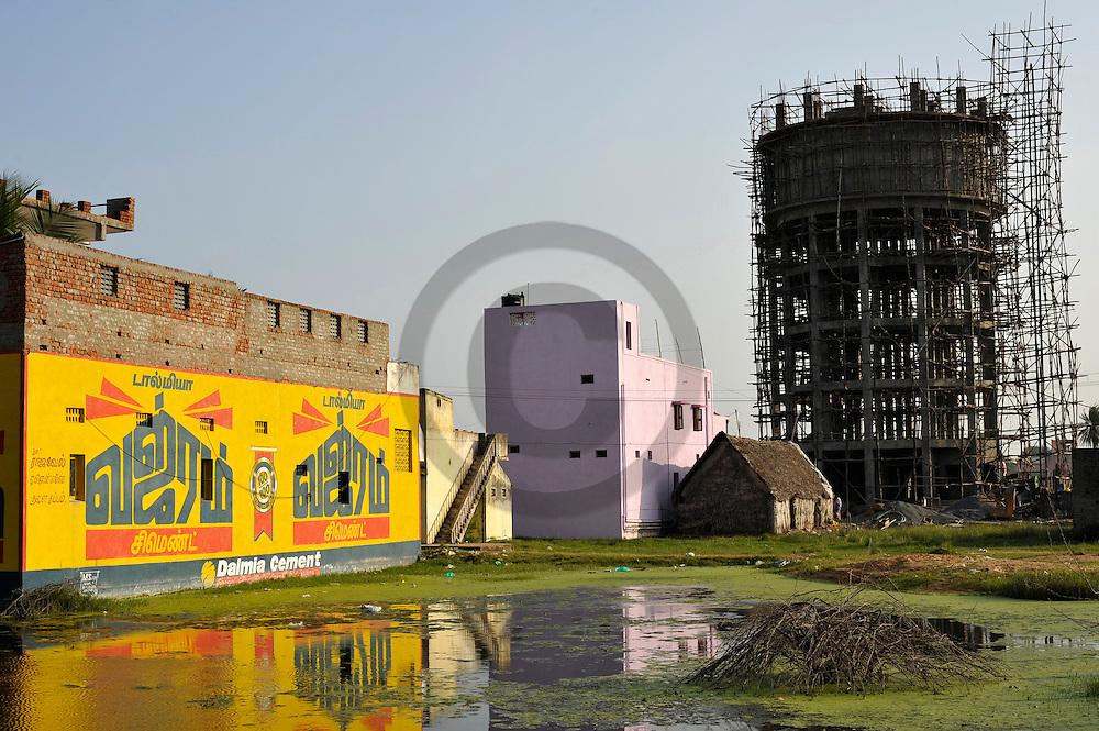 29/12/08 - PONDICHERY - TAMIL NADU - INDE - Construction d un chateau d eau dans le Tamil Nadu - Photo Jerome CHABANNE