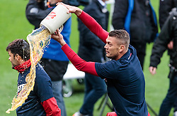 15.05.2016, Red Bull Arena, Salzburg, AUT, 1. FBL, FC Red Bull Salzburg, Meisterfeier, im Bild Bierdusche Co Trainer Ruben Martinez (Red Bull Salzburg), Alexander Walke (Red Bull Salzburg) // Beer Shower Co Trainer Ruben Martinez (Red Bull Salzburg), Alexander Walke (Red Bull Salzburg) during the FC Red Bull Salzburg Champions Party of Austrian Football Bundesliga at the Red Bull Arena, Salzburg, Austria on 2016/05/15. EXPA Pictures © 2016, PhotoCredit: EXPA/ JFK