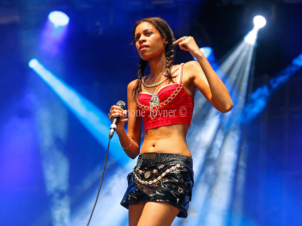 READING, ENGLAND - AUGUST 25:  Aluna Francis of AlunaGeorge performs live on the NME/Radio 1 stage during day three of Reading Festival at Richfield Avenue on August 25, 2013 in Reading, England.  (Photo by Simone Joyner/Getty Images)