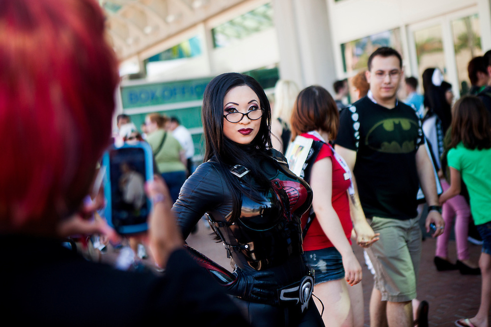 Cosplayer Yaya Han poses for fans at Comic Con dressed as Baroness from G.I. JOE.
