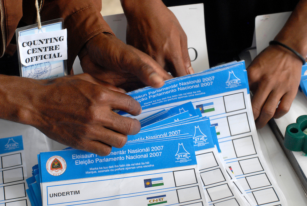 Counting votes Gleno Timor-Leste Parliamentary Elections.