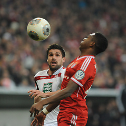 16.04.2014, Allianz Arena, Muenchen, GER, DFB Pokal, FC Bayern Muenchen vs 1. FC Kaiserslautern, Halbfinale, im Bild Florian Dick (1.FC Kaiserslautern) beobachtet wie David Alaba (FC Bayern Muenchen) den Ball annimmt. // during the DFB Pokal Halffinal match between FC Bayern Munich vs 1. FC Kaiserslautern at the Allianz Arena in Muenchen, Germany on 2014/04/16. EXPA Pictures © 2014, PhotoCredit: EXPA/ Eibner-Pressefoto/ Stuetzle<br /> <br /> *****ATTENTION - OUT of GER*****