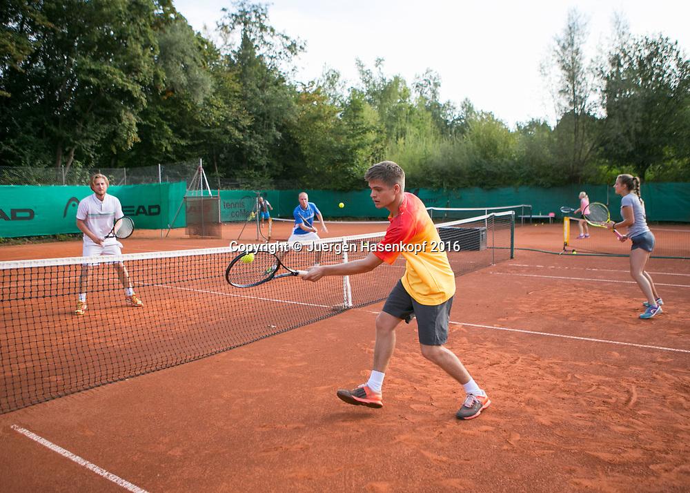 Tennis Magazin-besser spielen, Mannschaftstraining  mit Nic Marschand<br /> <br /> Tennis - Tennis Magazin-besser spielen,Mannschaftstraining  mit Nic Marschand -  -  tennis company - Muenchen - Bavaria - Germany - 16 September 2016. <br /> &copy; Juergen Hasenkopf