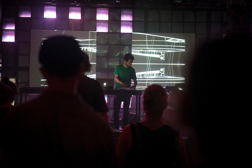 LUKID (UK), Nocturne 3 : 31 mai 2013. Scène Red Bull Music Academy [SAT] Société des arts technologiques.