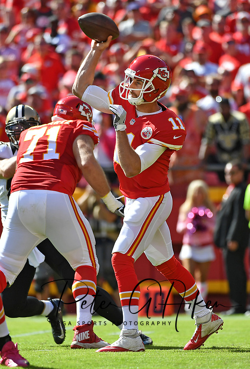 KANSAS CITY, MO - OCTOBER 23:  Quarterback Alex Smith #11 of the Kansas City Chiefs passes the ball against the New Orleans Saints during the first half on October 23, 2016 at Arrowhead Stadium in Kansas City, Missouri.  (Photo by Peter G. Aiken/Getty Images) *** Local Caption *** Alex Smith