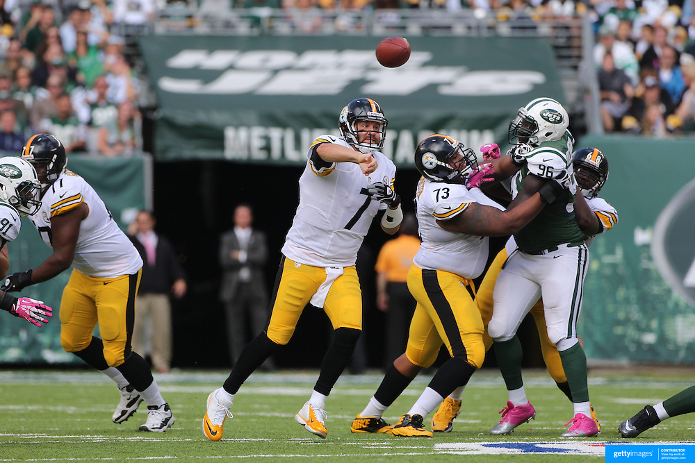 Quarterback Ben Roethlisberger, Pittsburgh Steelers, in action during the New York Jets V Pittsburgh Steelers NFL regular season game at MetLife Stadium, East Rutherford, NJ, USA. 13th October 2013. Photo Tim Clayton