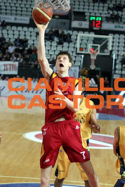 DESCRIZIONE : Roma Lega A1 2007-08 Lottomatica Virtus Roma Premiata Montegranaro<br />GIOCATORE : Gregor Fucka<br />SQUADRA : Lottomatica Virtus Roma<br />EVENTO : Campionato Lega A1 2007-2008 <br />GARA : Lottomatica Virtus Roma Premiata Montegranaro<br />DATA : 17/04/2008 <br />CATEGORIA : Tiro <br />SPORT : Pallacanestro <br />AUTORE : Agenzia Ciamillo-Castoria/G.Ciamillo<br />Galleria : Lega Basket A1 2007-2008 <br />Fotonotizia : Roma Campionato Italiano Lega A1 2007-2008 Lottomatica Virtus Roma Premiata Montegranaro<br />Predefinita :