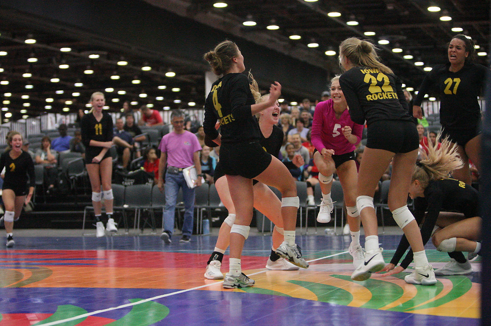 GJNC - July 2018 - Detroit, MI - 16 National - Elevation (black and blue) - Rockets (black and bronze) - Photo by Wally Nell/Volleyball USA