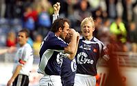 Fotball Tippeliga<br /> Viking Stadion 28/05-06<br /> Viking - Odd Grenland<br /> <br /> Foto: Sigbjørn Andreas Hofsmo, Digitalsport<br /> <br /> Allan Garde - Nhleko - Svenning - jubler over Nygaard sin scoring