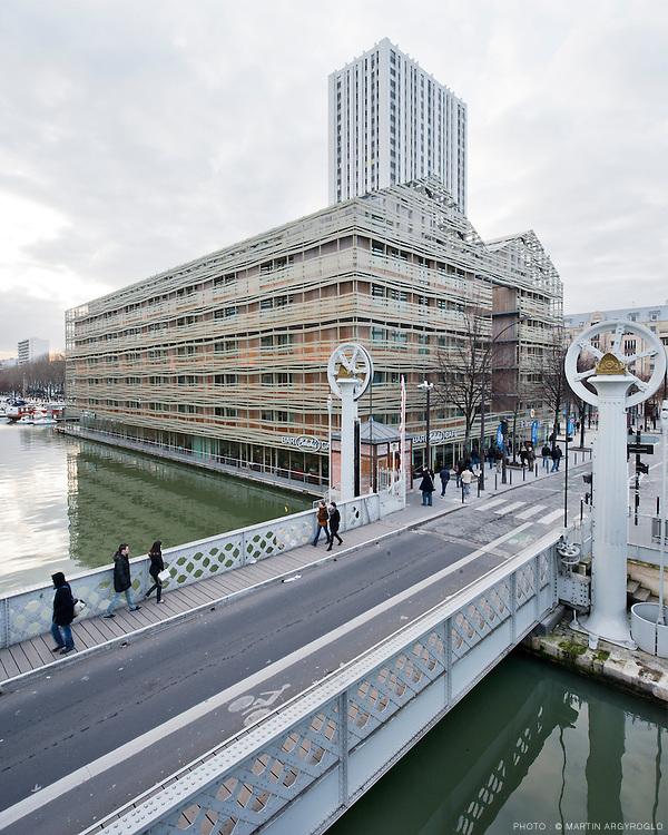 Pont levant de la rue de Crimée et l'Hôtel Quai de Seine, Paris 19e - Atelier d'architecture Chaix & Morel et associés, Hôtel Holiday Inn Express.