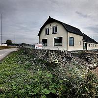Nederland, Muiden , 19 oktober 2013.<br /> Afscheid nemen van de boerderij.<br /> De voorbereidingen van de verbreding van de A1 bij Muiden zijn in volle gang. De boerderijen langs de snelweg staan al een poos leeg, maar binnenkort gaan ze echt tegen de vlakte. Volgend jaar wordt het asfalt gestort.<br /> Farmhouses will soon be demolished due to road widening of highway A1 at Muiden.