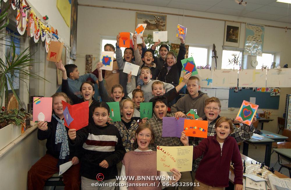 Brieven voor Amnesty international door kinderen van de Wilhelminaschool Huizen