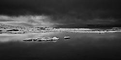 The lake Thingvallavatn, Iceland - Þingvallavatn að vetri