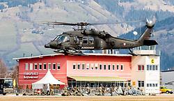 21.03.2017, Flugplatz, Zell am See, AUT, Bundesheer Übung, im Bild ein Sikorsky UH-60 Black Hawk Hubschrauber des Österreichischen Bundesheeres während einer Fallschrimsprung Übung // A Sikorsky UH-60 Black Hawk helicopter of the Austrian Armed Forces during a skydive exercise. at the Airport, Zell am See, Austria on 2017/03/21. EXPA Pictures © 2017, PhotoCredit: EXPA/ JFK