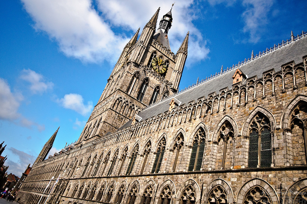 The Cloth Hall was once the warehouse for the textile industry in Flanders. These days it is the home of the In Flanders Fields World War One museum.
