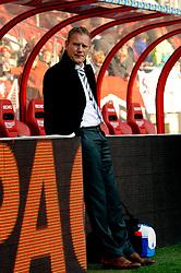 08-11-2009 VOETBAL: FC UTRECHT - HEERENVEEN: UTRECHT<br /> Utrecht verliest met 3-2 van Heerenveen / Coach Jan de Jonge<br /> ©2009-WWW.FOTOHOOGENDOORN.NL