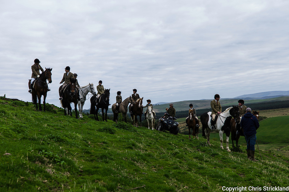 Oxnam, Jedburgh, Scottish Borders, UK. 28th September 2015. Mounted followers of the Jedforest Hunt in hill country in the Scottish Borders during Autumn Hunting.