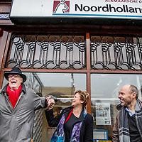 Nederland, Alkmaar, 23 januari 2017.<br />NVJ in actie voor regionale kranten.<br />De Nederlandse Vereniging van Journalisten (VNJ) is maandag in actie gekomen tegen de bezuinigingsplannen bij de regionale kranten van de Holland Media Combinatie.<br />&bdquo;Wat zijn jullie ontzettend belangrijk voor onze inwoners&rdquo;, vulde Marjan van Kampen-Houwen (foto), burgemeester van Schagen, aan.<br />Op de foto:onder de protesterenden: man met hoed voormalig hoofdredacteur G. ten Dam, hoofdredacteur dagbladen HDC Media,<br /><br /><br />Foto: Jean-Pierre Jans
