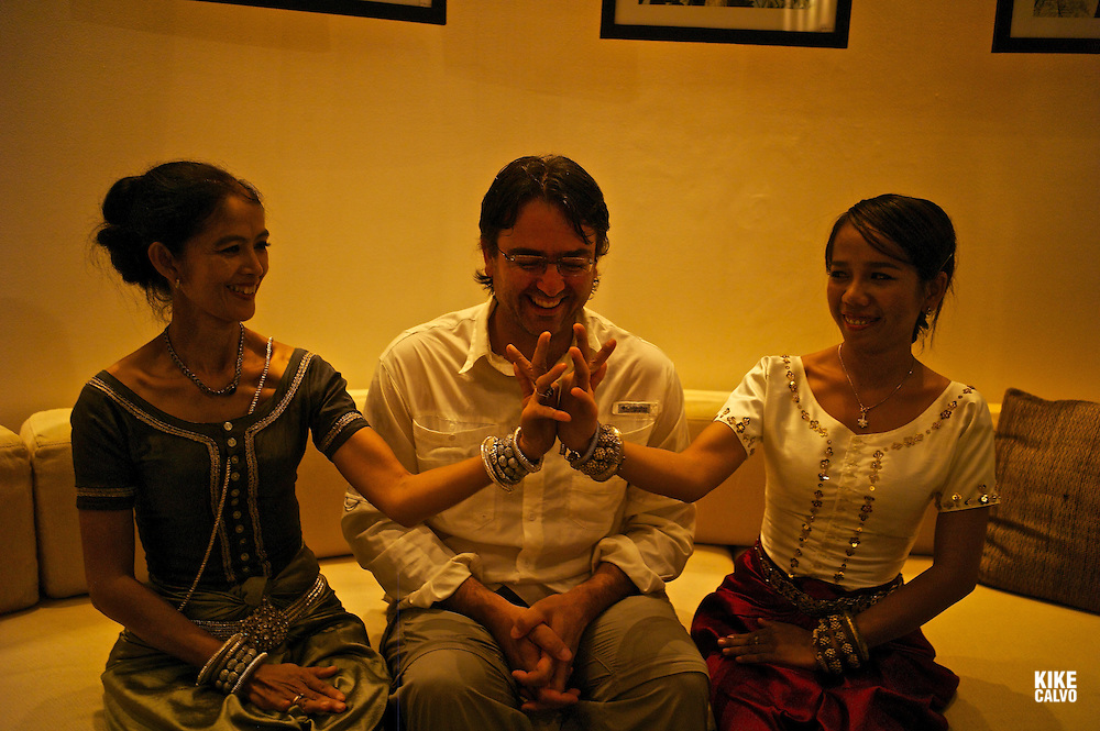 Photographer Kike Calvo with two Apsara Dancers.   Amansara Luxury Hotel. Cambodia.