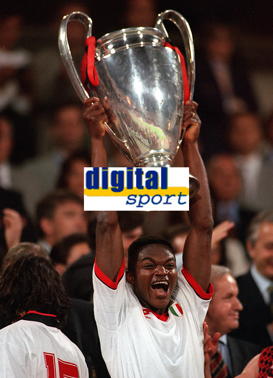 Fotball<br /> Italia<br /> Feature AC Milan<br /> Foto: Colorsport/Digitalsport<br /> NORWAY ONLY<br /> <br /> Marcel Desailly (AC Milan) with the European Champions Cup. AC Milan v Barcelona, European Champions Cup Final, Athens, Greece. 18/05/1994