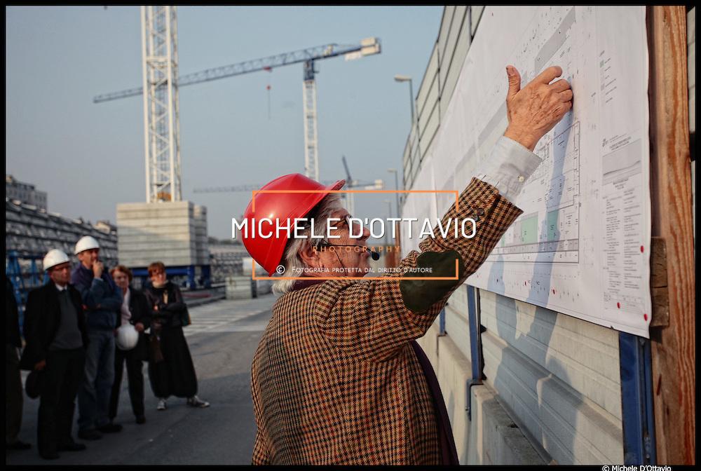 nella foto l'architetto Agostino Magnaghi .. 14/10/2010 Torino cantiere nuova stazione di Porta Susa ..Visite guidate alla città in costruzione ad alcuni dei più interessanti cantieri attualmente in corso a Torino organizzate dall'Urban Center Metropolitano, con la collaborazione e il sostegno del Collegio Costruttori Edili Ance Torino...