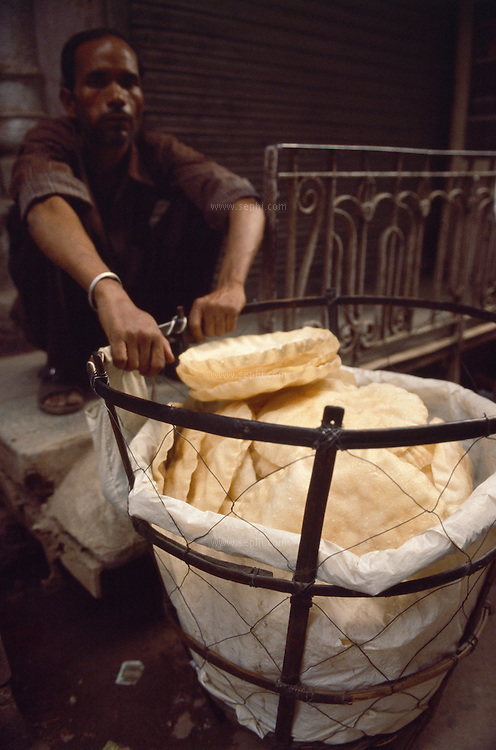 A papad seller and his basket, Old Delhi, July 2003