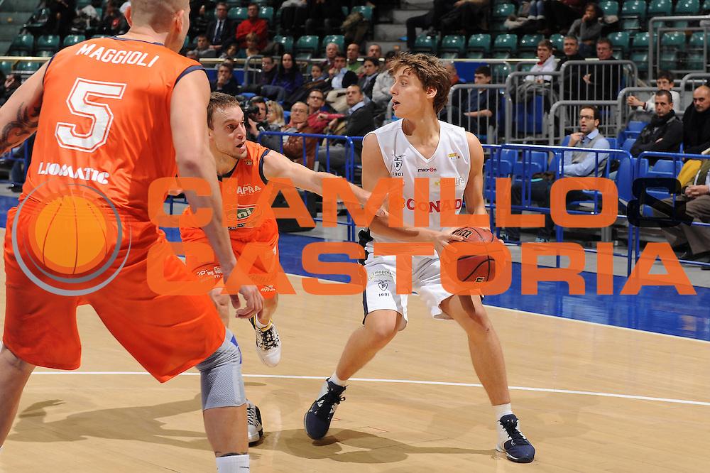 DESCRIZIONE : Bologna Lega Basket A2 2011-12 Conad Biancoblu Basket Bologna Fileni BPA Jesi<br /> GIOCATORE : Matteo Montano<br /> CATEGORIA : passaggio<br /> SQUADRA : Conad Biancoblu Basket Bologna<br /> EVENTO : Campionato Lega A2 2011-2012<br /> GARA : Conad Biancoblu Basket Bologna Fileni BPA Jesi<br /> DATA : 18/11/2011<br /> SPORT : Pallacanestro<br /> AUTORE : Agenzia Ciamillo-Castoria/M.Marchi<br /> Galleria : Lega Basket A2 2011-2012 <br /> Fotonotizia : Bologna Lega Basket A2 2011-12 Conad Biancoblu Basket Bologna Fileni BPA Jesi<br /> Predefinita :