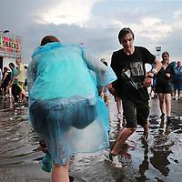 Nederland, Landgraaf, 12 juni 2015.<br /> Stevige regenbuien teisterden het Pinkpop festival tijdens de eerste dag van  het pop festival in Landgraaf<br /> <br /> <br /> Foto: Jean-Pierre Jans