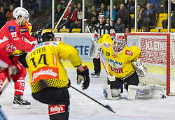 05.03.2019, Stadthalle, Klagenfurt, AUT, EBEL, EC KAC vs Vienna Capitals, 52. Runde, im Bild Thomas HUNDERTPFUND (EC KAC, #27), Patrick PETER (spusu Vienna CAPITALS, #14), Bernhard STARKBAUM (spusu Vienna CAPITALS, #29) // during the Erste Bank Eishockey League 52th round match between EC KAC and Vienna Capitals at the Stadthalle in Klagenfurt, Austria on 2019/03/05. EXPA Pictures © 2019, PhotoCredit: EXPA/ Gert Steinthaler