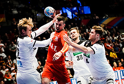 22.01.2020, Wiener Stadthalle, Wien, AUT, EHF Euro 2020, Deutschland vs Tschechien, Hauptrunde, Gruppe I, im Bild v. l. Marian Michalczik (GER), Roman Becvar (CZE), Johannes Golla (GER) // f. l. Marian Michalczik (GER) Roman Becvar (CZE) Johannes Golla (GER) during the EHF 2020 European Handball Championship, main round group I match between Germany and Czech Republic at the Wiener Stadthalle in Wien, Austria on 2020/01/22. EXPA Pictures © 2020, PhotoCredit: EXPA/ Florian Schroetter