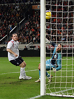 Photo: Paul Thomas.<br /> Holland v England. International Friendly. 15/11/2006.<br /> <br /> Wayne Rooney scores of England.