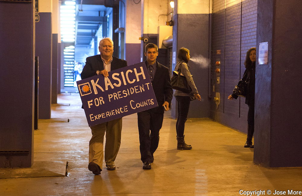 Arthur Siml (CQ) carries a Kasich for president sign to the rally. Ohio Governor and Republican presidential candidate John Kasich speaks during a short campaign stop at the Billy Goat Tavern in Chicago on Nov. 9, 2015.  <br /> Photography by Jose More