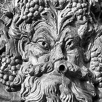 Fuente de La Alhambra es una ciudad palatina andalusí situada en Granada, España. Formada por un conjunto de palacios, jardines y fortaleza que albergaba una verdadera ciudadela dentro de la propia ciudad de Granada, que servía como alojamiento al monarca y a la corte del Reino nazarí de Granada, Andalucia. España. Alhambra (fountain) is a palace and fortress complex located in Granada, Andalusia, Spain. It was originally constructed as a small fortress in 889 and then largely ignored until its ruins were renovated and rebuilt in the mid-11th century by the Moorish emir Mohammed ben Al-Ahmar of the Emirate of Granada, who built its current palace and walls. It was converted into a royal palace in 1333. Granada. Andalusia. Spain
