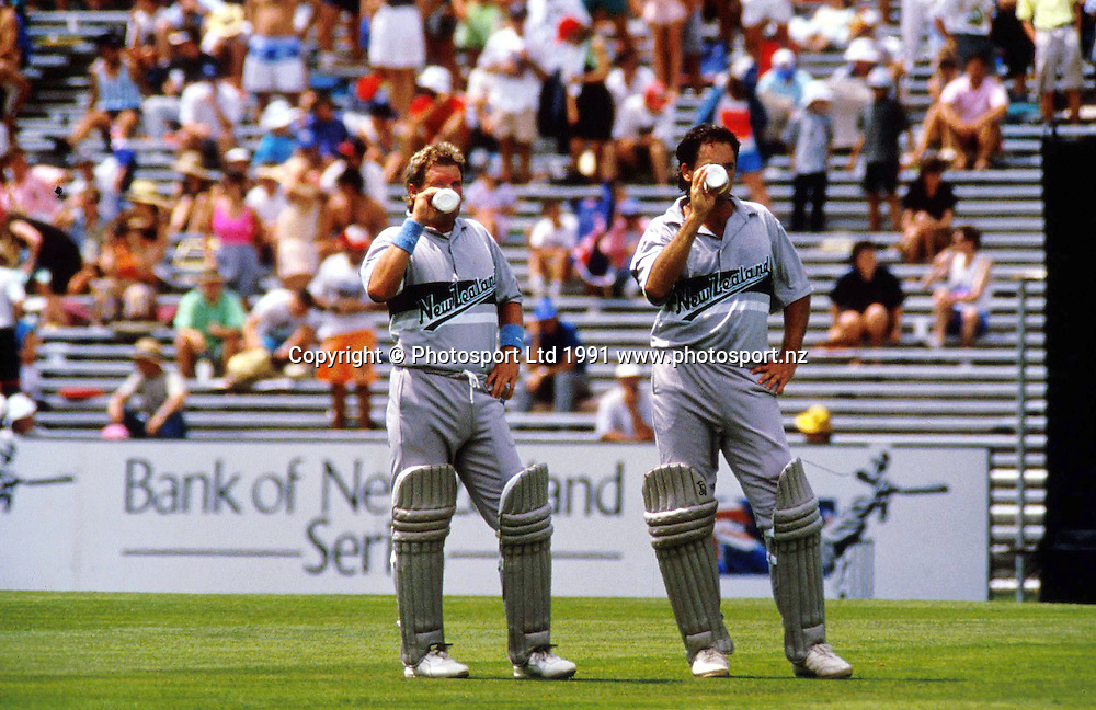 Andrew Jones and Ian Smith take on refreshments during ODI 1991. Photo: Andrew Cornaga/Photosport.co.nz
