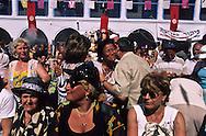 La Ghriba; Jewish pilgrimage. in the oukala (caravanserai)  Djerba  Tunisia     Pelerinage juif de la Ghriba. La vente aux enchères dans l'oukala (caravansérail) de la Ghriba  Djerba  Tunisie   R322/    L004820  /  P0008238