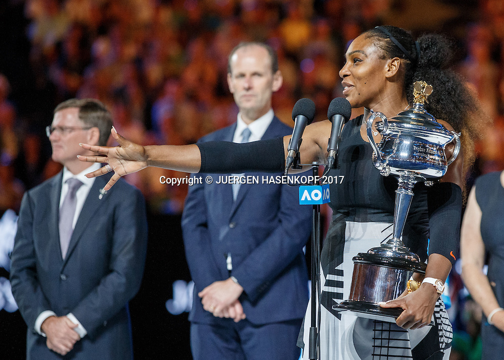 SERENA WILLIAMS (USA) mit dem Pokal, Siegerehrung,<br /> <br /> Australian Open 2017 -  Melbourne  Park - Melbourne - Victoria - Australia  - 28/01/2017.
